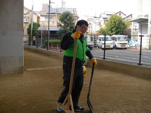 2.11砂場 清掃②