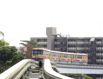 大阪モノレールチキンラーメンひよこちゃん号