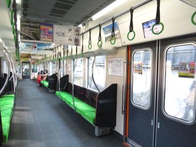 京阪13000系吊り革萌黄色