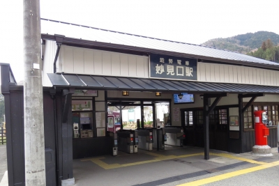 妙見口駅舎