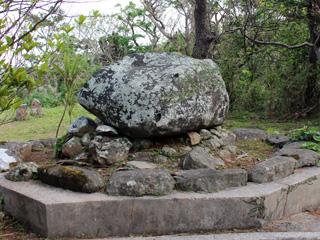 ウティダ石,久米島,史跡