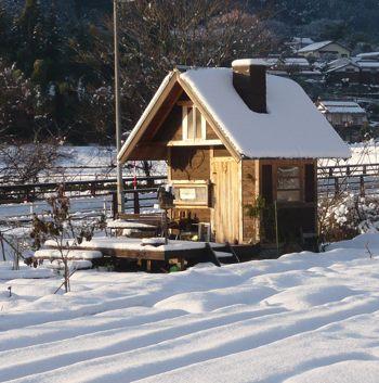 小屋241220雪