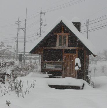小屋250208雪