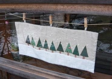 小屋タペストリー9本の木