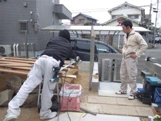 間柱と板材を組む