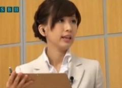 ハメハメされながらも大統領に単独インタビューする女子アナ