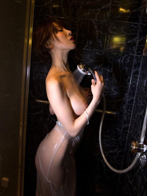 シャワーで濡れ濡れのおねえさん27