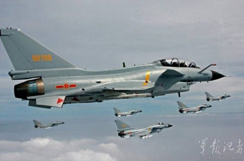 a 釣魚島周辺を飛行する10機あまりの中国戦闘機 00049582