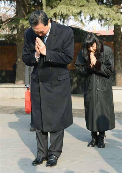 a 鳩山元首相が「南京大虐殺記念館」訪問のコピー