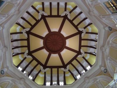 ドーム内の天井