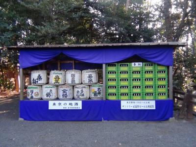 松尾神社に奉納されたお酒とビール