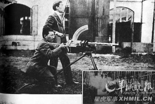 技师在试验工厂所制造的丹麦麦特森轻机枪,小图为石井兵工厂车间