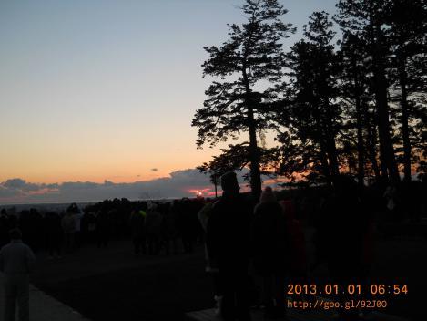 仙台市青葉山の2013初日の出_6時54分