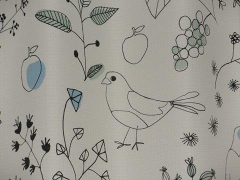 鳥さんカーテンにいるよ