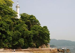 灯台と遊歩道