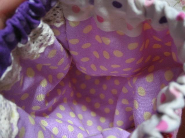 内布は紫に黄色のドット