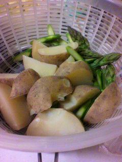 鶏の塩麹ソテー・野菜を茹でる