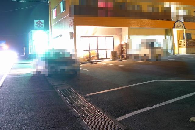 trailcoffeeハナツムリ駐車場01