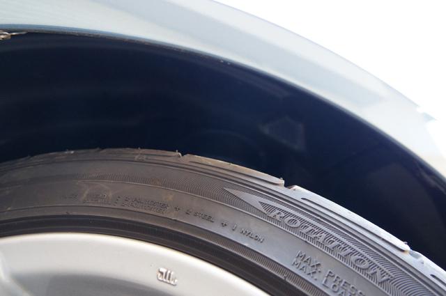 BMアクセラにRX-8用18インチホイール・タイヤを履かせてみる フロント 爪が折ってあるので平気そう