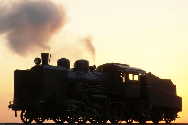 C56 129の蒸気と朝焼け