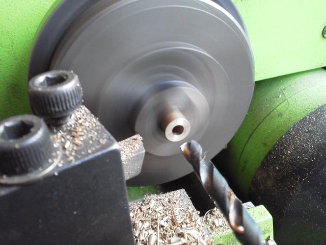 ミニ旋盤で真鍮丸棒を加工する