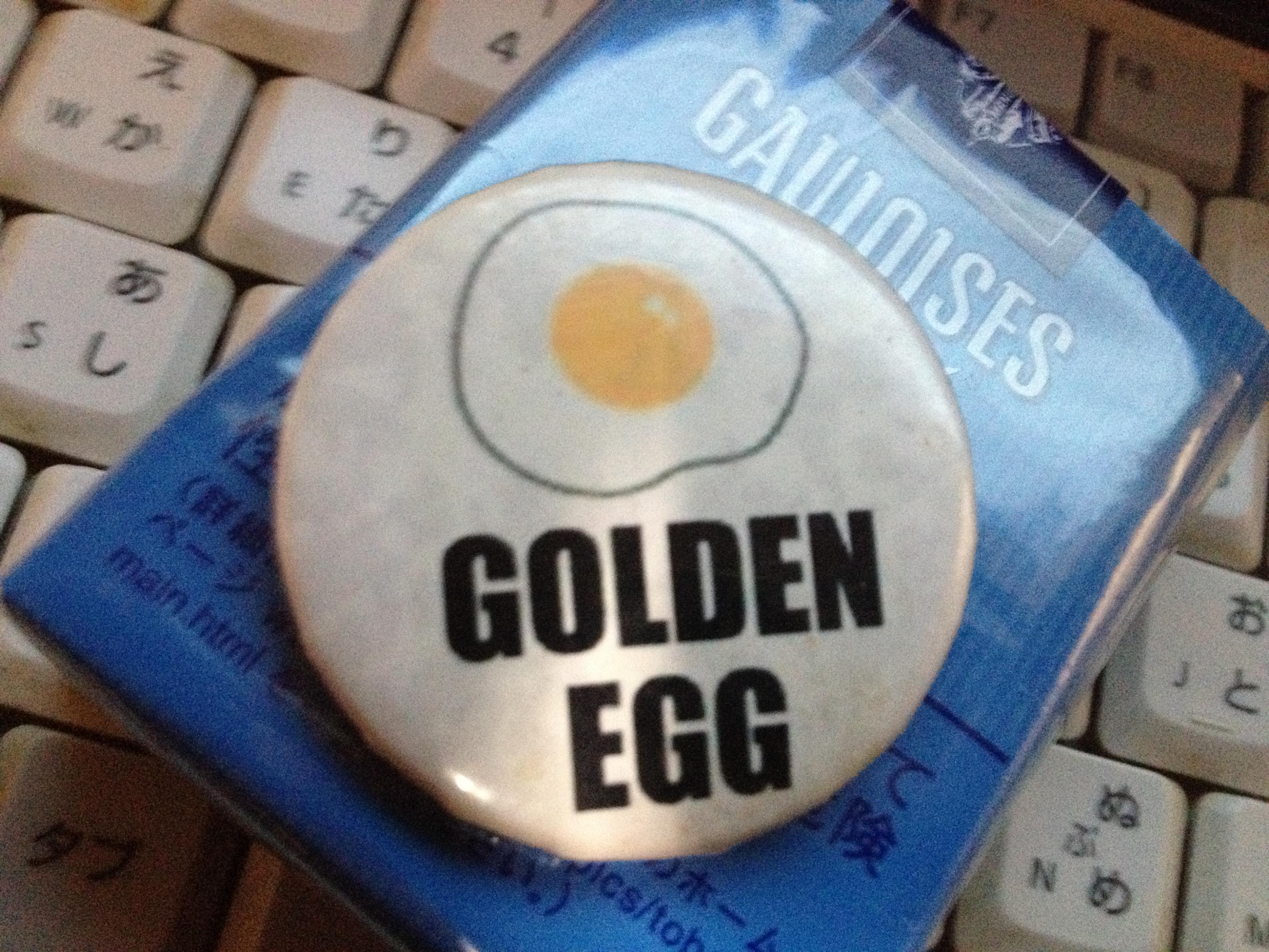 Golden Eggのピンバッヂ。レアものかもしれません。