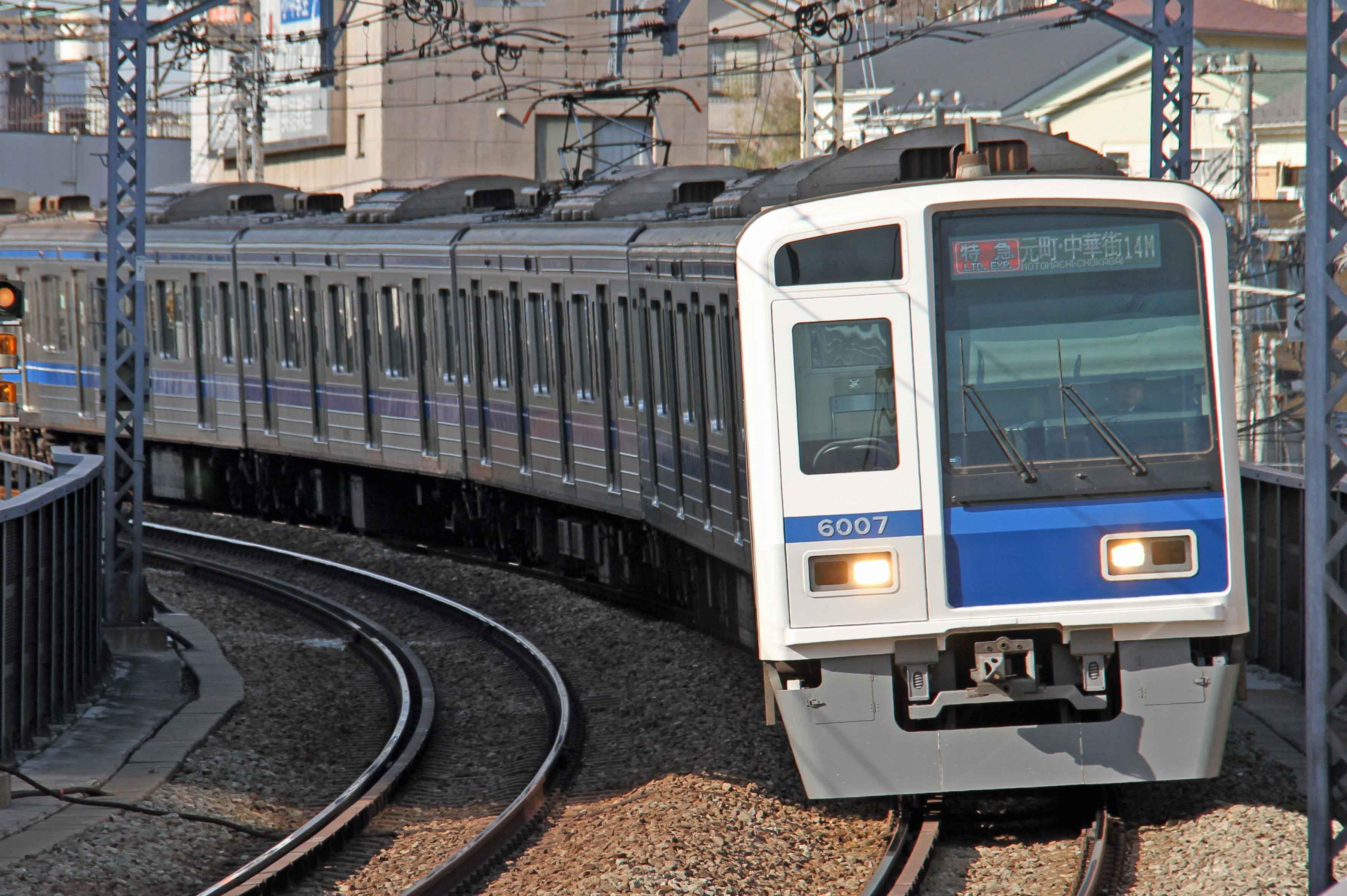 西武鉄道6000系電車02