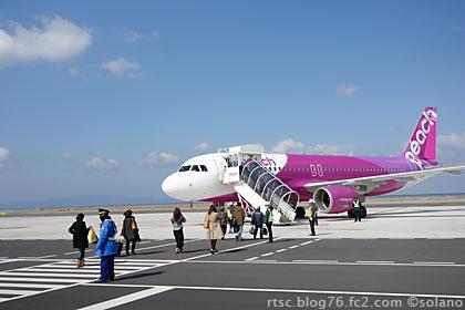 関西国際空港T2、オープンスポット、ピーチアビエーションのA320
