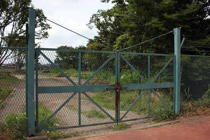 府中関東村_南側ゲート