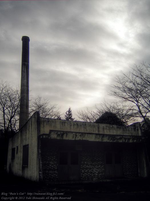 薄曇りの中の松井田火葬場