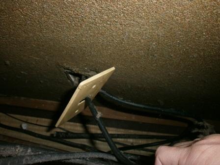 テレビ線の穴