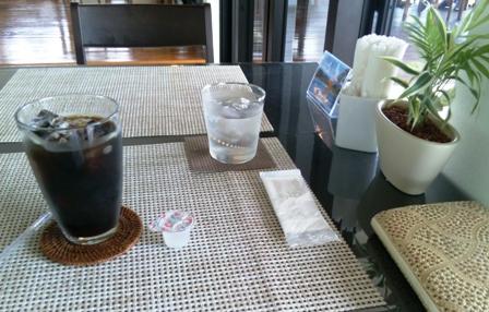 シーフォレスト:アイス珈琲・テーブル