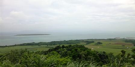 小浜島:うふだけから嘉山島を望む