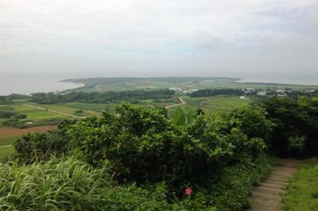 小浜島:うふだけ展望台からはいむるぶしを望む