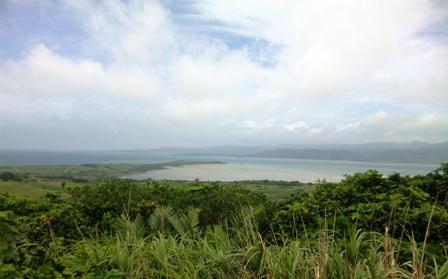 小浜島:うふだけ展望台からくばざきを望む