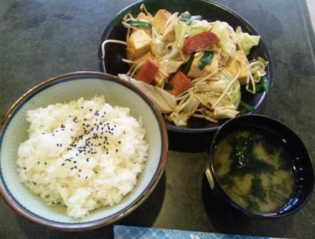 やすらぎの郷:豆腐チャンプルー定食