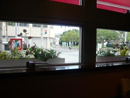 LA VIE-DEUX:店内から外を望む