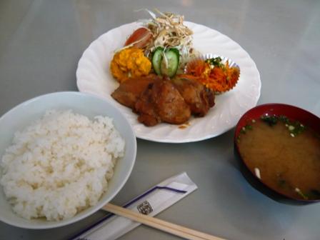飲食店マンタ:鶏の甘辛煮ランチ