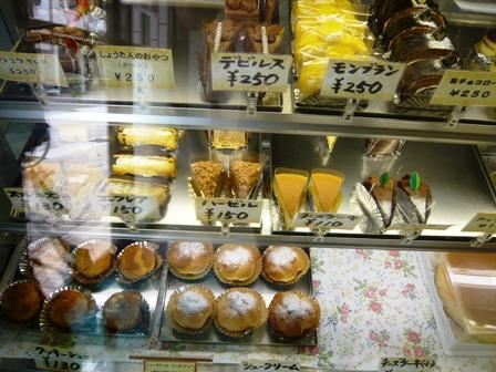 アモンド洋菓子店:ショーケース2