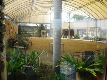 川平ガーデン:店内2