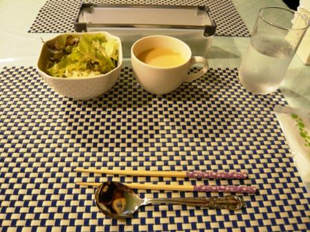 エフィラ:サラダとポタージュスープ.JPG