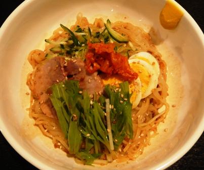 韓国市場:胡麻味噌冷麺