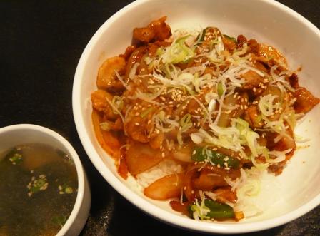 韓国市場:豚丼