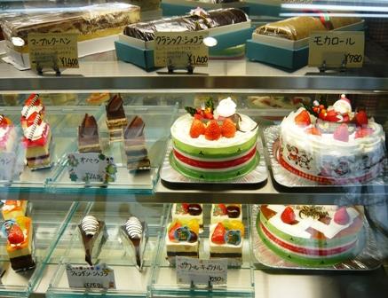 ニッコー製菓:店内;ショーケース1