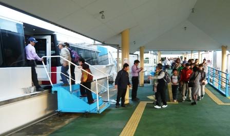 離島観光:乗船