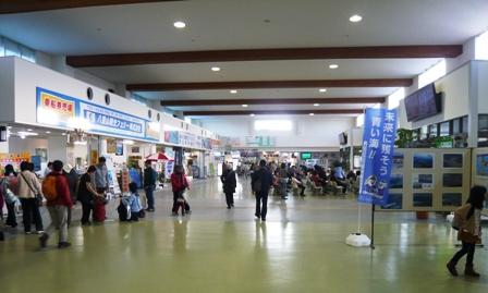 離島観光:朝の離島ターミナル