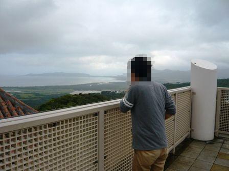 二男石垣旅行:エメラルドの海を見る展望台