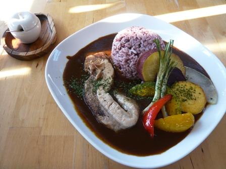 リハロウビーチ:三枚肉カレー