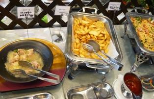 ハーバーサイド:バイキング料理;チキン、ポテト