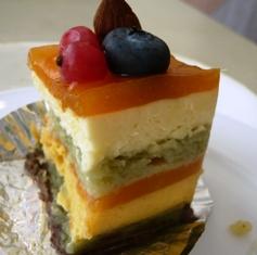 トレアドール:バイキング料理取り皿;ケーキ